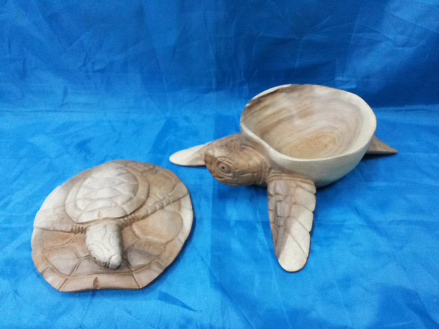 Turtle Bowl with turtle lid<br>TW0424